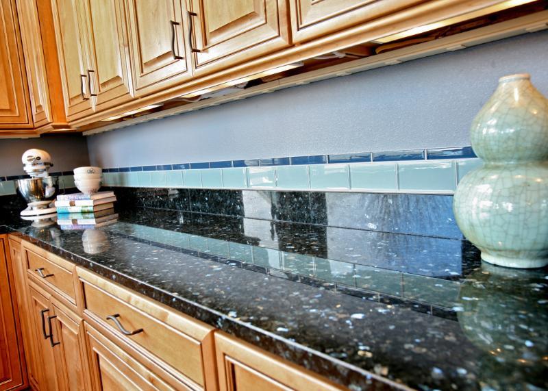 granite and backsplash interplay
